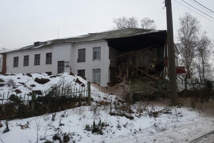 ВЧебоксарах при ремонте рухнула часть здания
