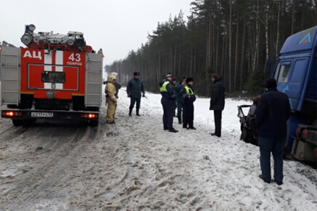 Два человека погибли при столкновении легковушки и фургона воВладимирской области