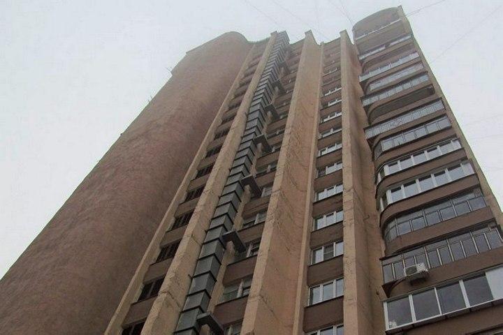 Петербурженка разбилась, выпав изокна 15 этажа напроспекте Культуры