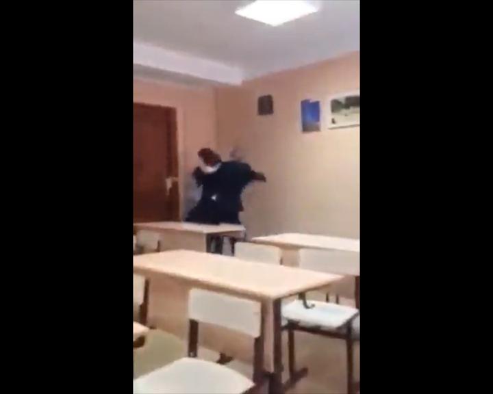Иркутская школьница угодила в поликлинику после избиения одноклассником