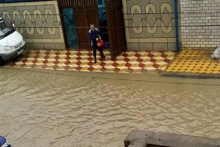 Улицы Махачкалы после проливного дождя. Фото: Vk.com