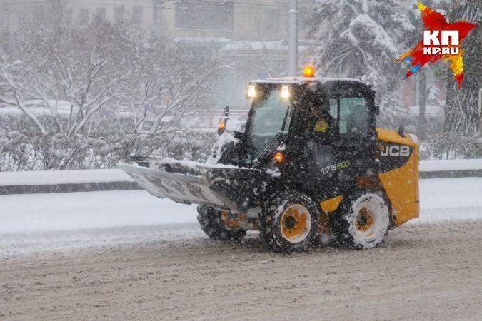 Неменее полусотни машин чистят дороги Волгограда отснега