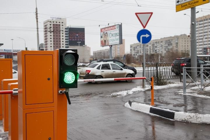 Превосходная новость для любителей автомобилей: вКазани открылась перехватывающая стоянка на150 мест