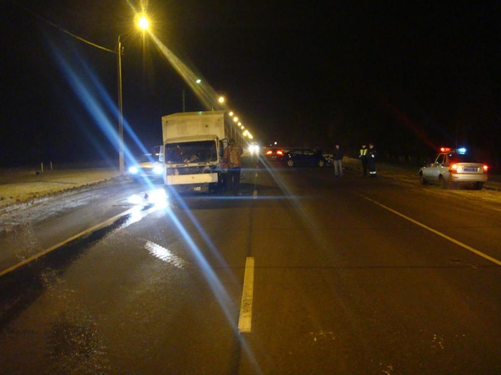 Три человека пострадали воМценском районе встолкновении фургона илегковушки