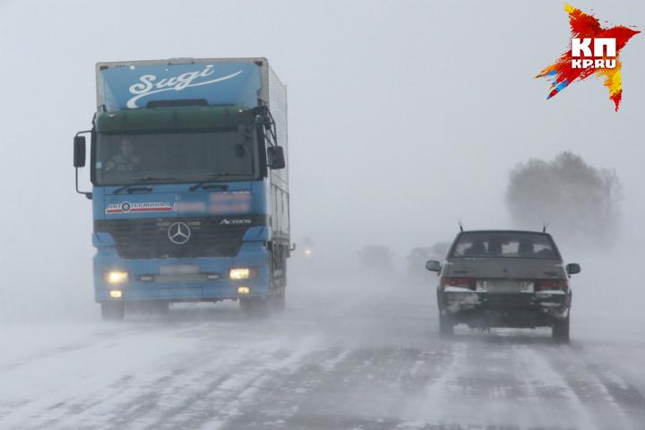 Большегрузам изКазахстана вновь разрешили въезжать вОмскую область