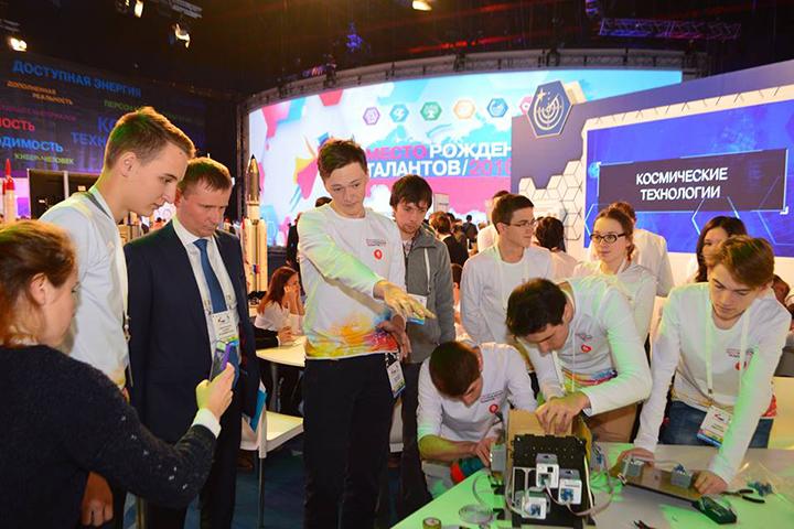 Акцент организаторы делают именно на инженерных науках. Фото: пресс-центр Всероссийского форума «Будущие интеллектуальные лидеры России»