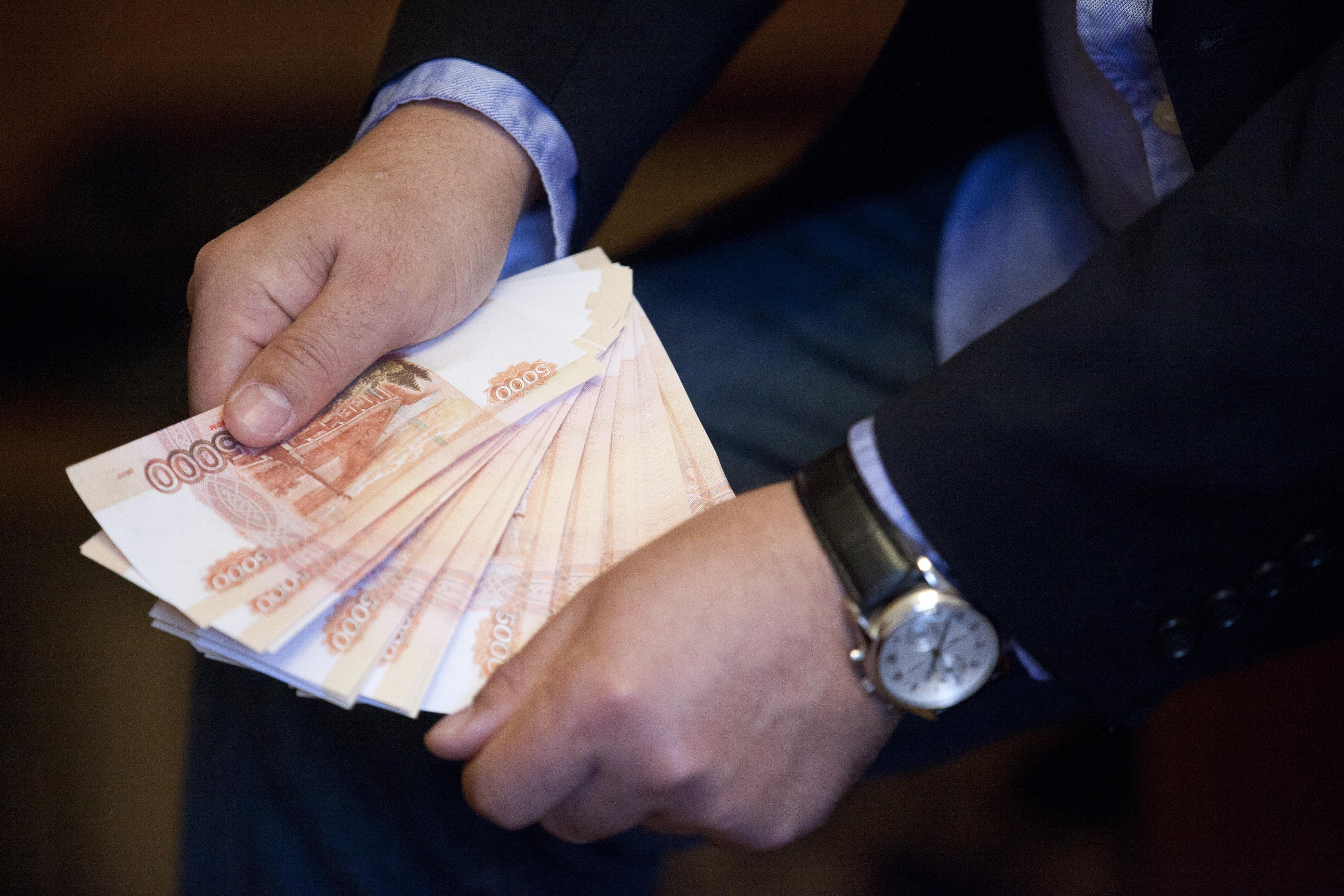 Донских чиновников натри года хотят оставить без индексации зарплат