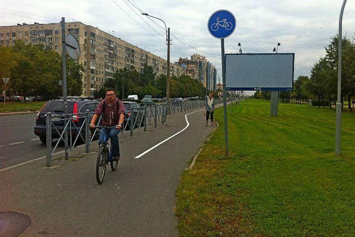 Горожанам уж очень хочется ездить на велосипеде по специальным дорожкам