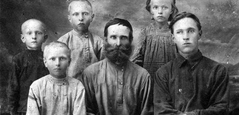 Степан Карагодин и его семья. Фото: stepanivanovichkaragodin.org
