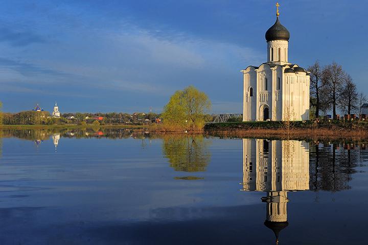 Один из визуальных символов России – церковь Покров-на-Нерли. Фото ТАСС/ Владимир Смирнов