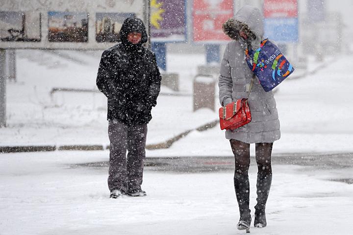 В столице ожидается снег, местами сильный, гололедица, юго-западный ветер порывами до 15 м/с