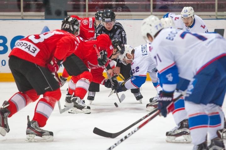 Новокузнецкий «Металлург» прервал серию из 7-ми поражений, победив «Ладу» вматче КХЛ