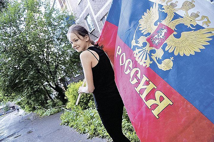 Патриотизм может проявляться и так. Родители в Нижнем Тагиле назвали девушку Россией. Ласково зовут девушку Рося.
