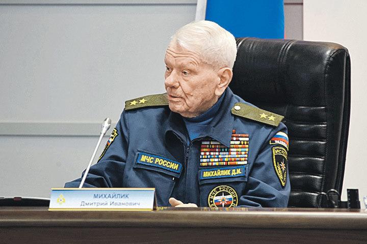 Дмитрий Иванович Михайлик - бессменный лидер ветеранов чрезвычайного ведомства. Фото: Пресс-служба МЧС России