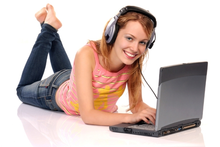 Соцсети облюбовала молодежь, но широкая аудитория взрослых пользователей тоже стремиться общаться через интернет.