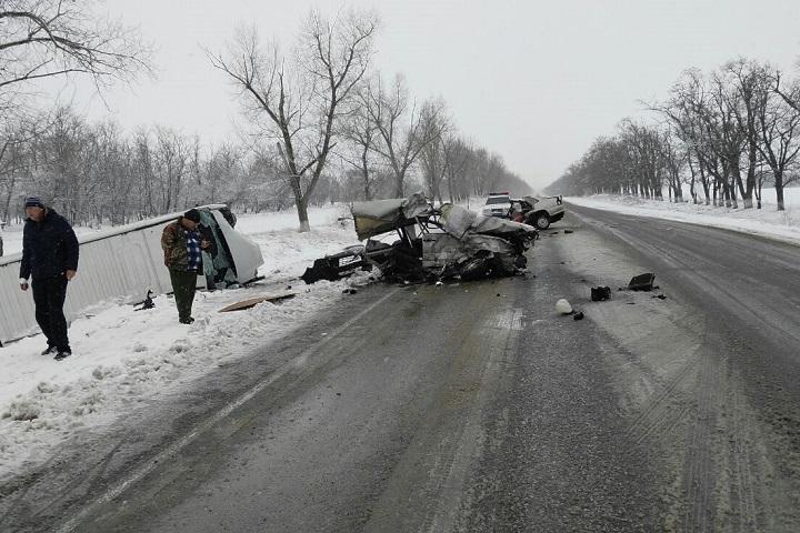 Один умер идвое ранены в трагедии микроавтобуса и«ВАЗа» наСтаврополье
