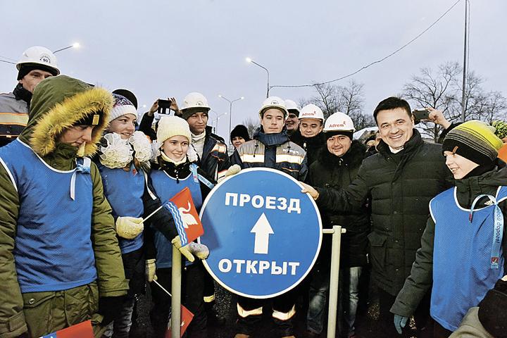 Андрей Воробьёв торжественно открыл долгожданную эстакаду в Долгопрудном. Фото: Денис ТРУДНИКОВ