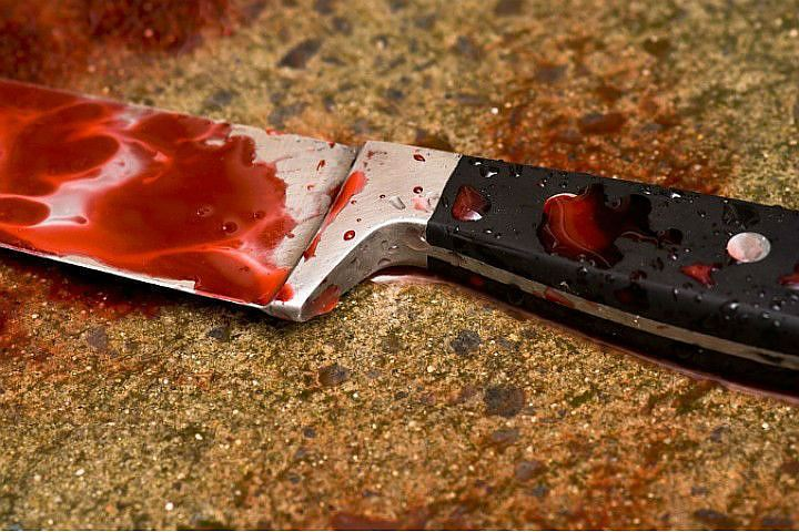 Вцентре города мужчина ударил девушку ножом