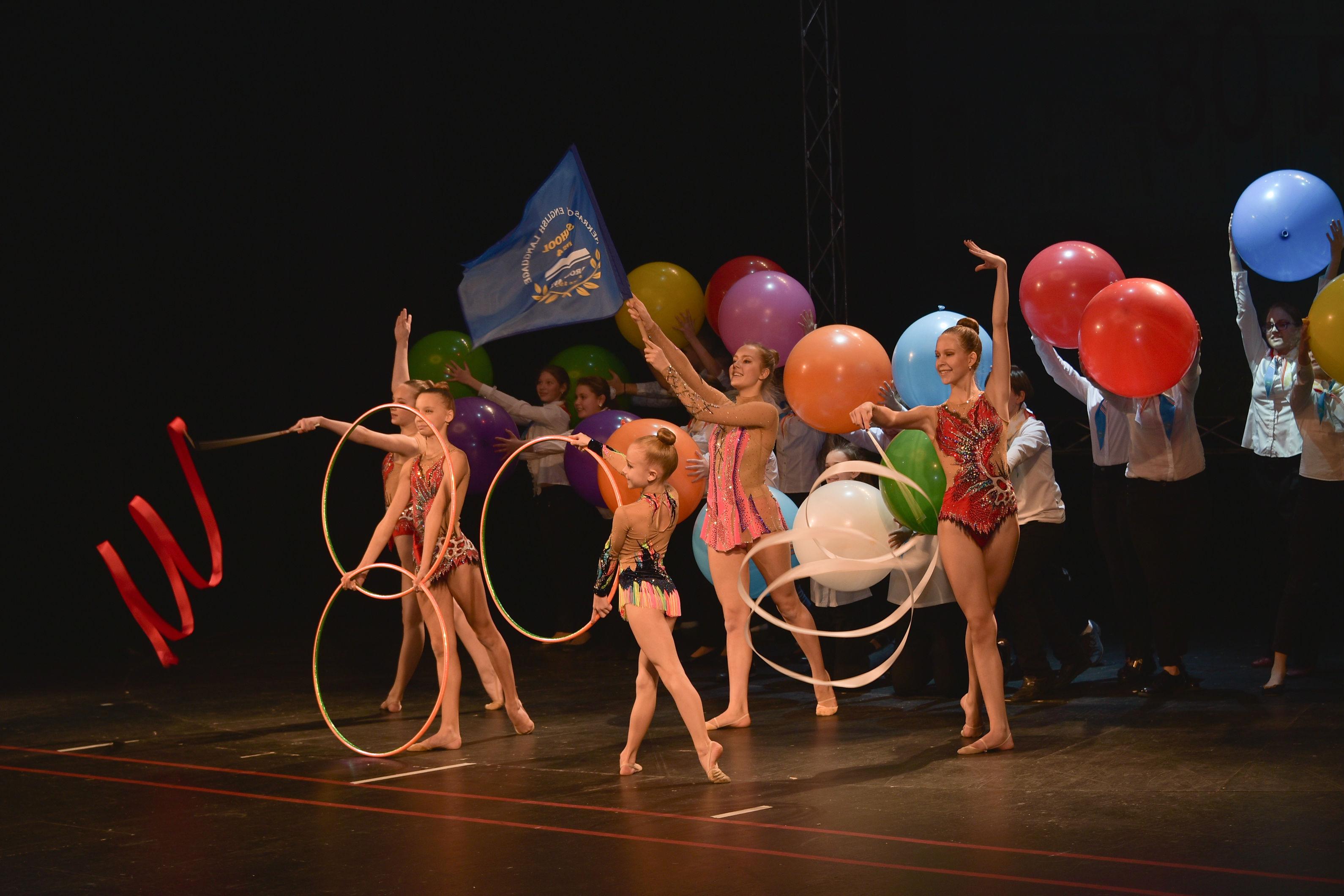 Ученики школы подготовили большую концертную программу.