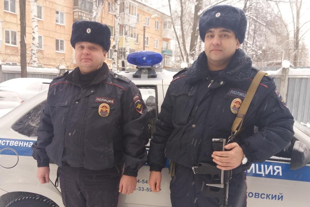 Полицейские вПермском крае вызволили запертого вмашине ребенка