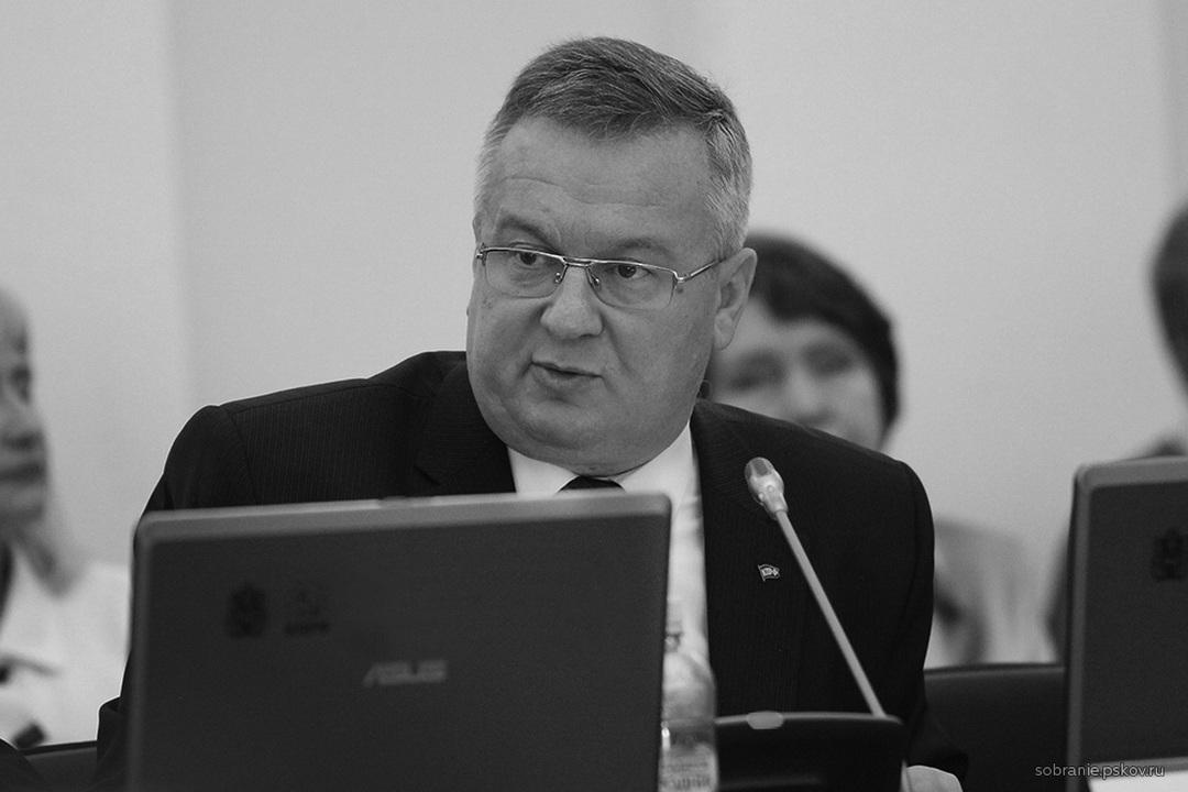 Сегодня вдруг скончался директор регионального отделения КПРФ Александр Рогов