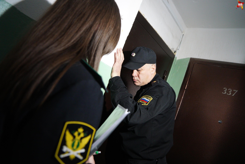 ВОмске должник пырнул ножом судебного пристава