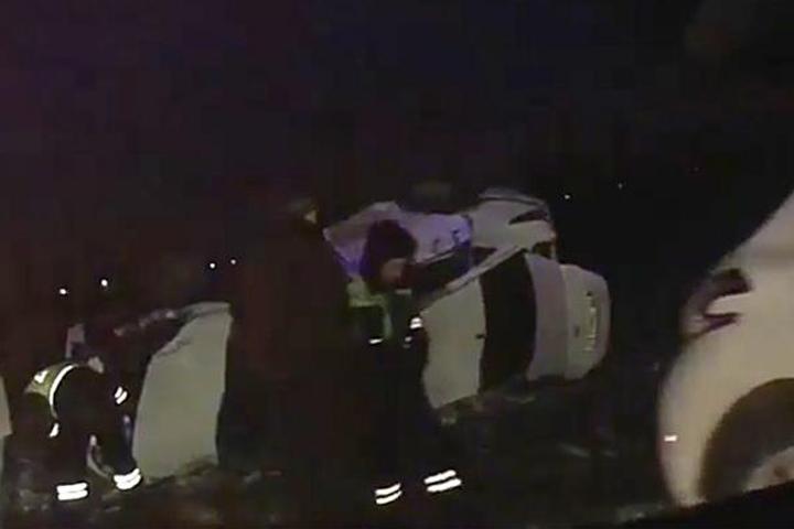 Под Краснодаром вДТП навстречке перевернулась иностранная машина, есть пострадавшие