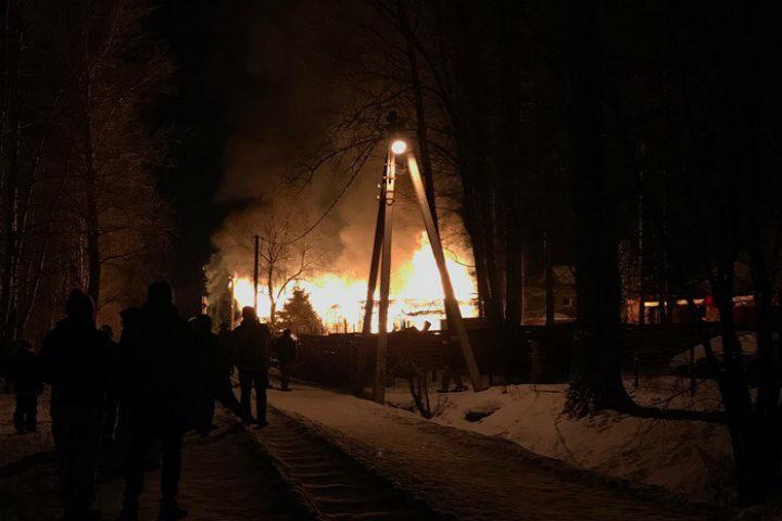 Вweb-сети интернет появилось видео ночного пожара вКоломягах