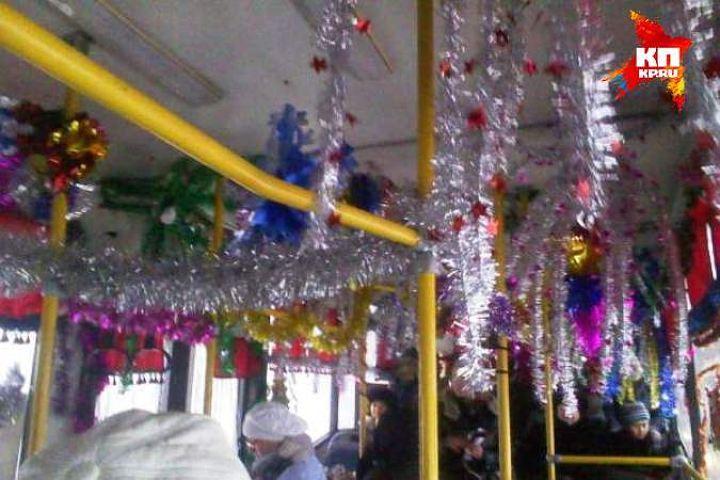 ВПетербурге запустили бесплатный новогодний трамвай