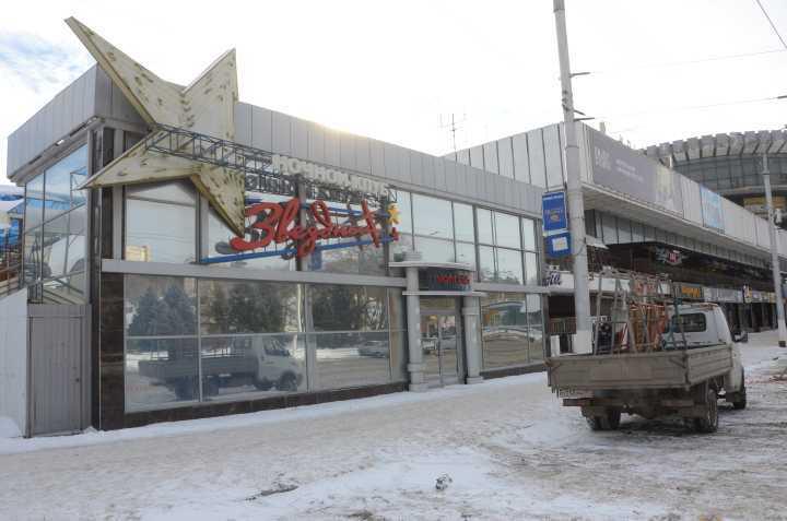 Нацентральной набережной Волгограда сносят клуб «Звездный»
