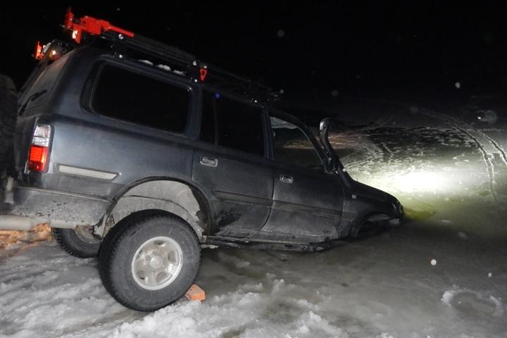 ВПриморско-Ахтарском районе вседорожный автомобиль провалился под лед