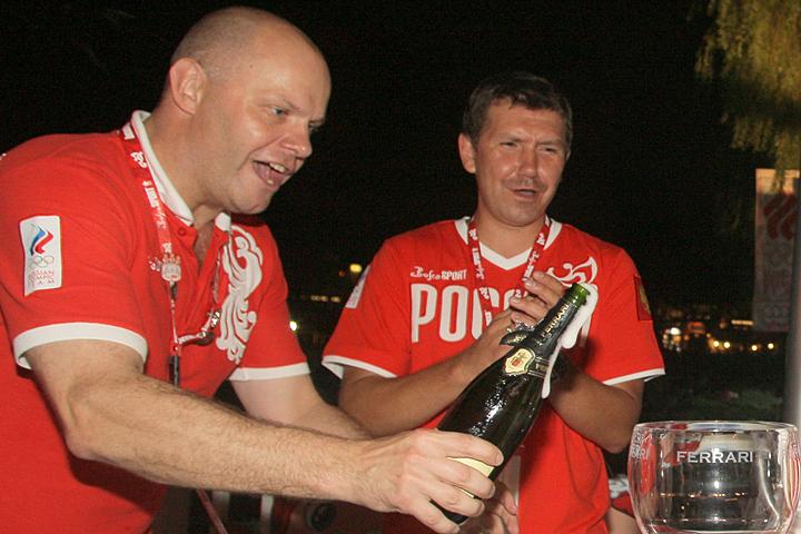 Алексей Кортнев уверен, что лечиться надо с вечера. Фото ТАСС/ Виталий Белоусов