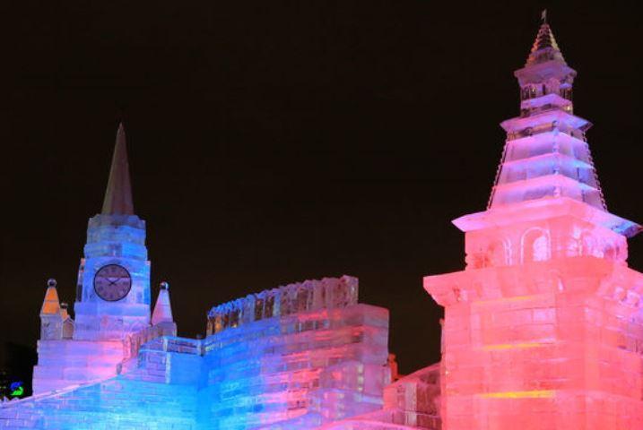 В столице наПоклонной горе установили скульптуры избайкальского льда