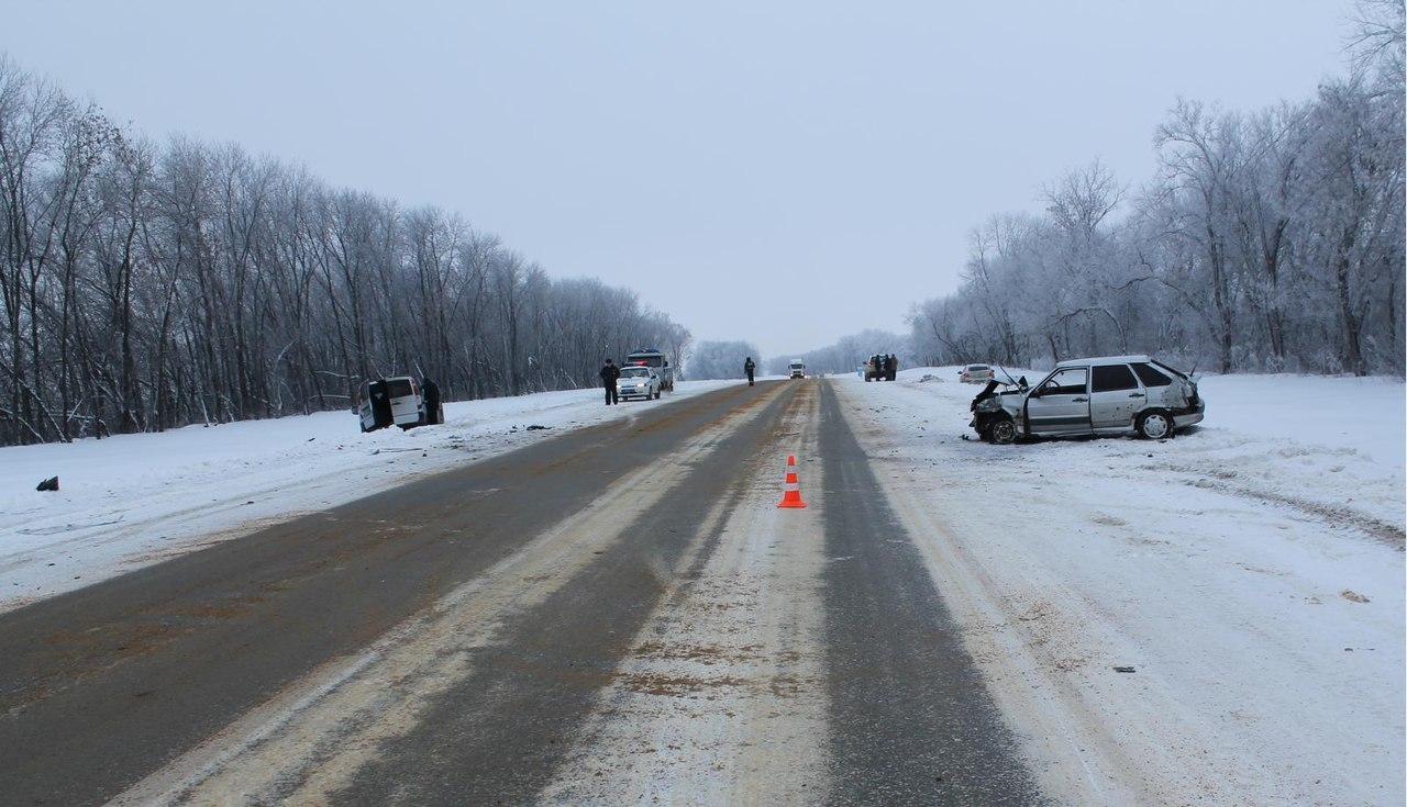 Под Орлом втройном ДТП пострадали пассажир и шофёр ВАЗа