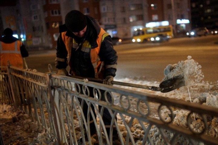 Томичи, выталкивающие снег на дорогу, получили предписания