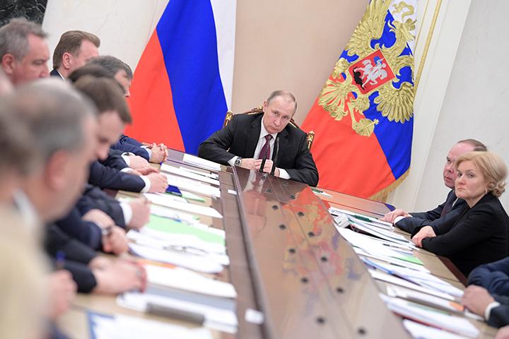 Путин поручил к предстоящему году внедрить новые стандарты поуправлению домами