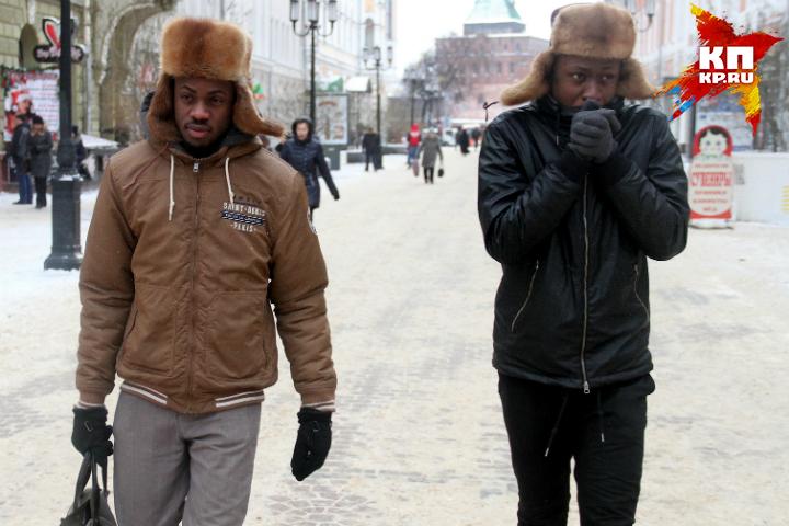 На омских улицах в эти дни не замерзнут даже теплолюбивые африканцы.