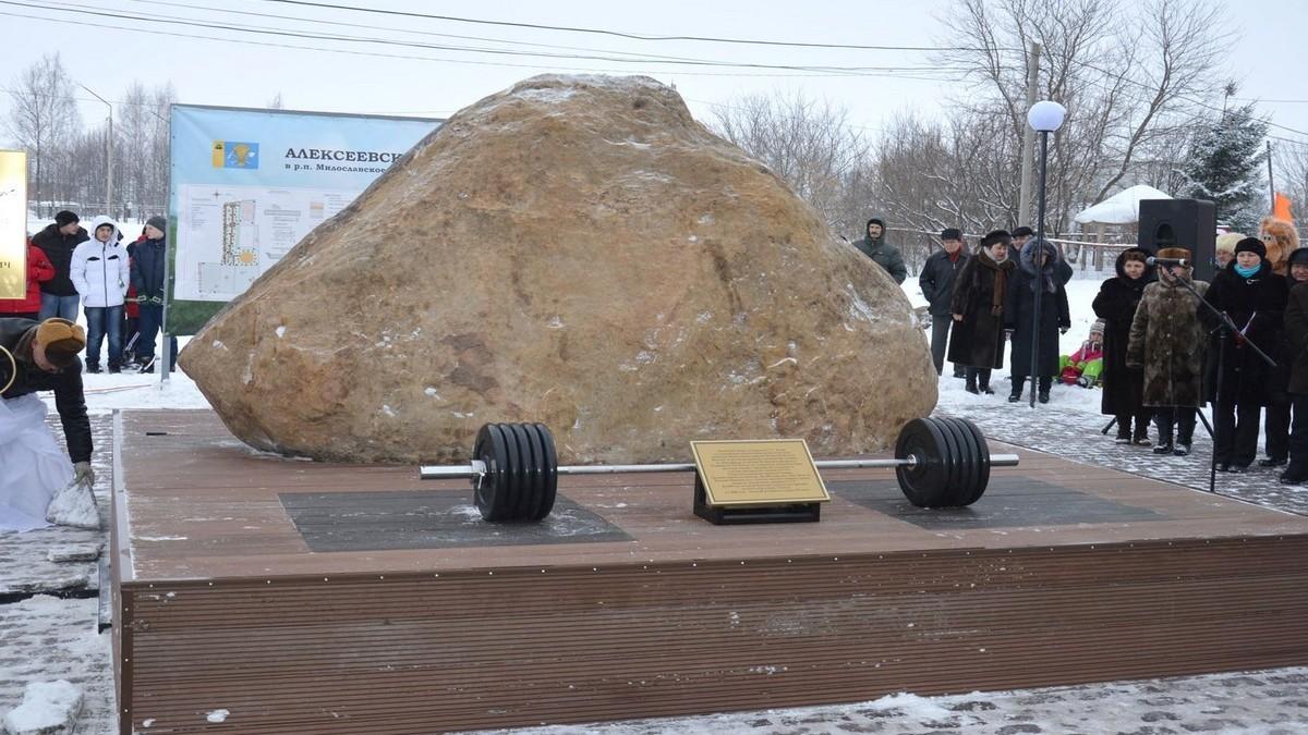 Выдающемуся шахтинскому тяжелоатлету Василию Алексееву поставлен монумент наего малой отчизне