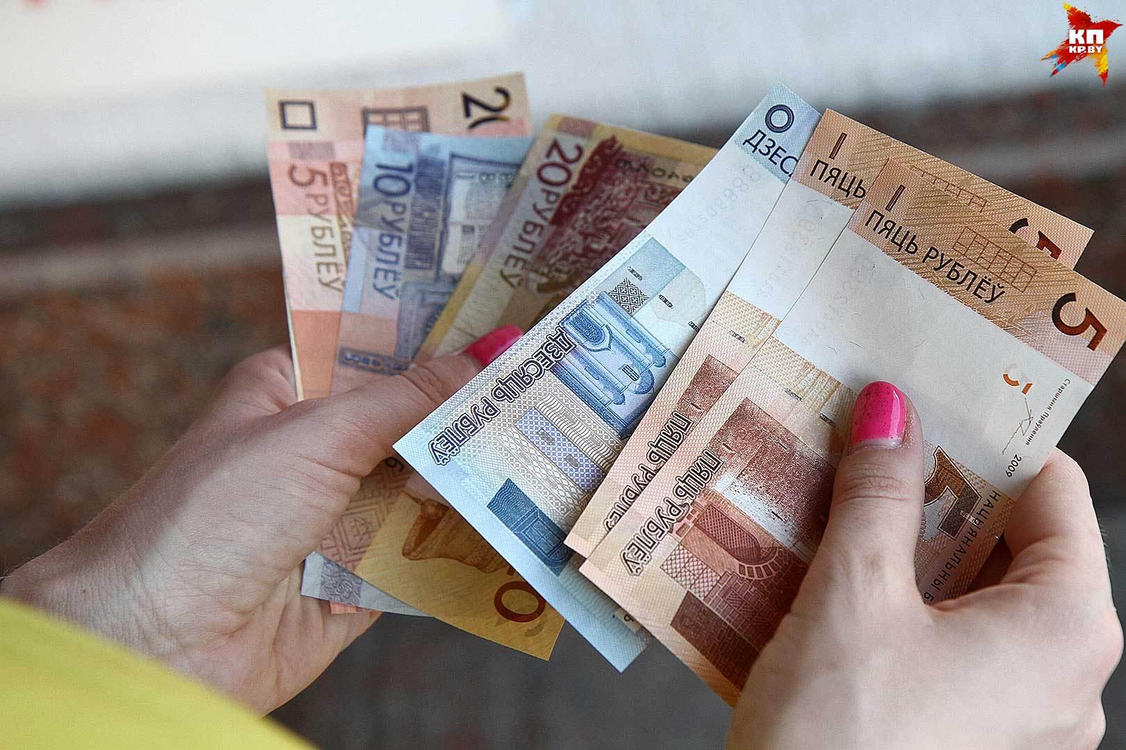 Доллар наторгах 17января упал вцене, евро и русский руб. подорожали