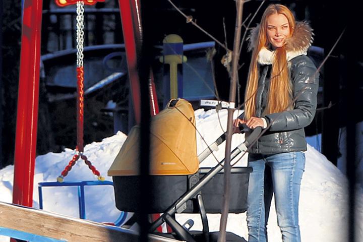 Ольга Арнтгольц из-за безденежья вынуждена выйти наработу через месяц после родов