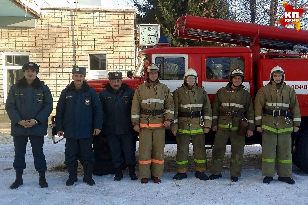 Пожарные вТверской области вытянули четырёх человек изгорящей многоэтажки