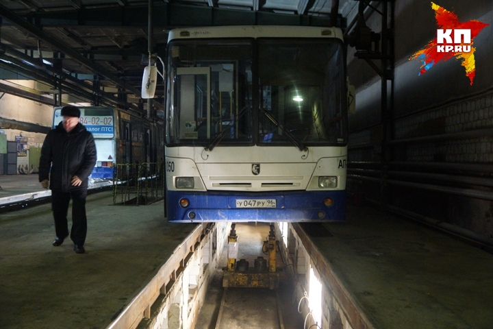 Вцехах автобусного управления Екатеринбурга отключили свет задолги