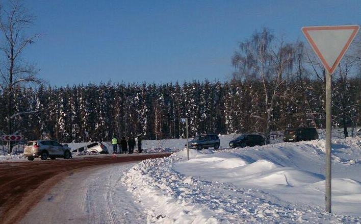 ВБашкирии «Тойота РАВ-4» непропустила «Ниссан Навара», трое травмированы