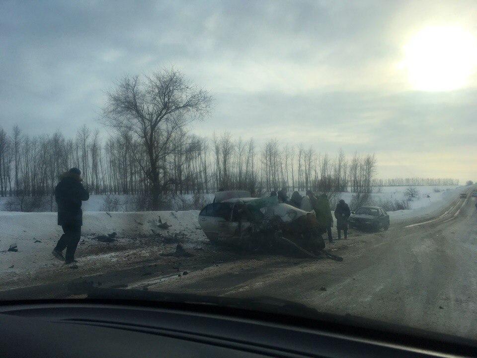 Под Воронежем влобовом столкновении легковых автомобилей погибли два автомобилиста
