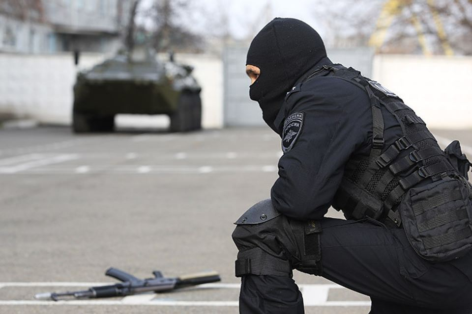 Взрывотехники Росгвардии искали взрывчатку в клинике иавтобусе вПетербурге