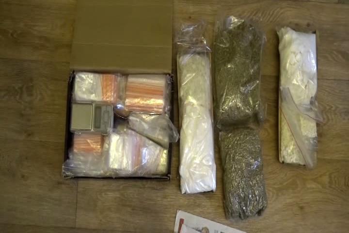 Упары иностранцев вБрянске изъято наркотиков на1,5 млн. руб.