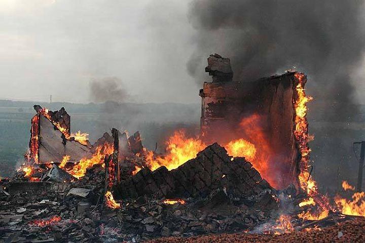Неизвестный мужчина живьем сгорел вдеревянном доме насевере Волгограда