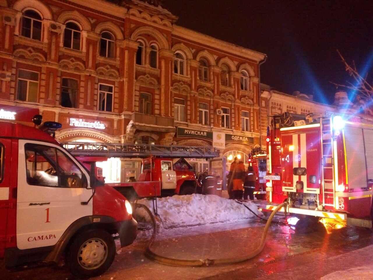 ВСамаре наЛенинградской 31 человек тушили пожар вквартире