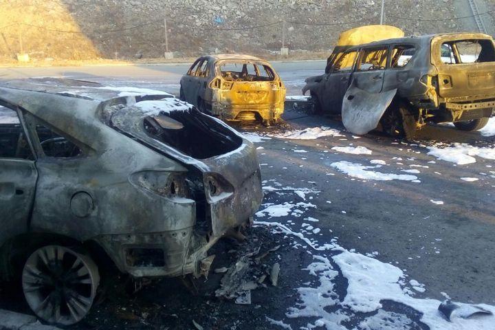 Вночь напятницу наПатрокле сгорели три джипа