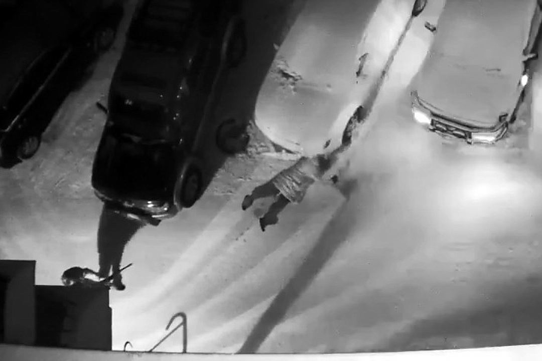 Новосибирец расстрелял женщину наулице из-за ее новейшей слабости